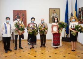Firea a făcut cetățeni de onoare două cântărețe de muzică populară ca să marcheze Ziua Iei (Foto)
