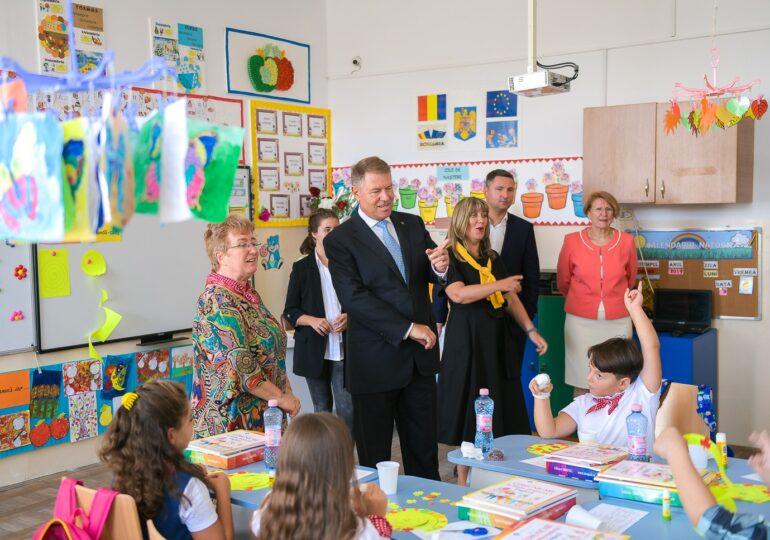 Iohannis a contestat la CCR legea pentru predarea educației sexuale în școli. Ce semnalează președintele