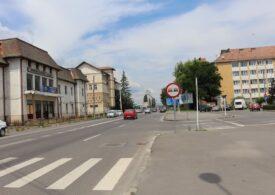 Primarul din Miercurea Ciuc e obligat de instanță să schimbe toate plăcuțele cu nume de străzi. Limba română să fie deasupra celei maghiare