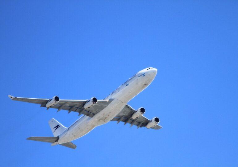 Poliţia din Germania amenință companiile aeriene cu amenzi uriașe. Au lăsat să intre în țară pasageri din zonele roșii COVID