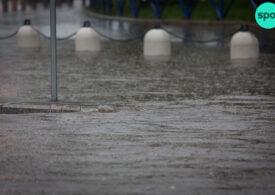 Cod portocaliu de ploi și vijelii în 12 județe. Vremea se răcește duminică în București