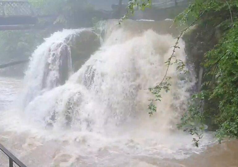Cascada Bigăr din Caraş-Severin, desemnată cea mai frumoasă din lume, e în pericol din cauza viiturilor (Video)