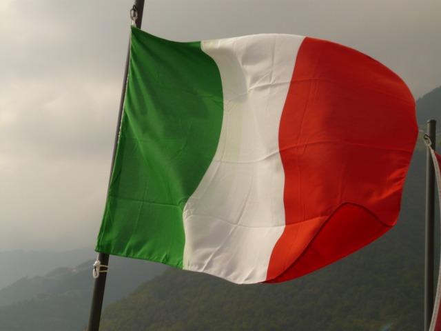Italia interzice petrecerile în aer liber de Revelion: Vom sărbători acasă