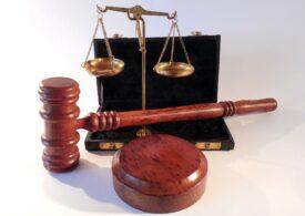 Judecătorul care a eliberat din arest preventiv un bărbat care a violat o minoră a fost suspendat din funcţie
