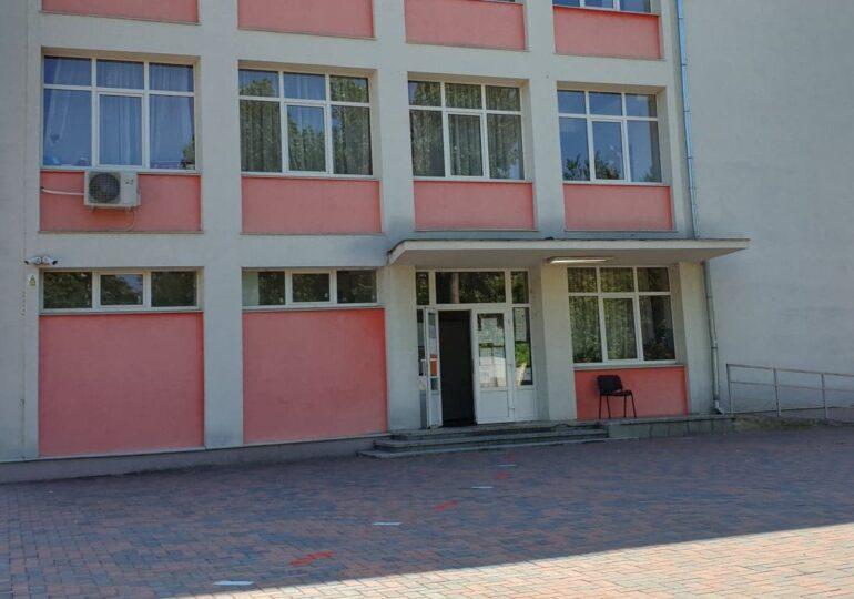 Școlile din Cluj se pregătesc de învătământul hibrid: Primesc aproape 13 milioane de lei pentru a cumpăra camere video, căşti și laptopuri