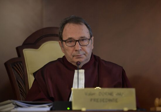 CCR: O persoană prezumată a fi nevinovată nu poate fi constrânsă să producă proba vinovăţiei sale