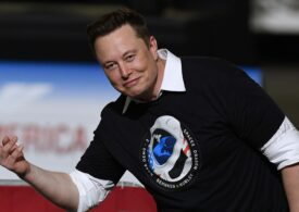 Elon Musk a devenit al şaptelea cel mai bogat om din lume. L-a depășit pe Warren Buffett
