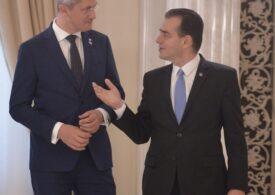 PNL și USR se acuză reciproc de traseism, la Iași