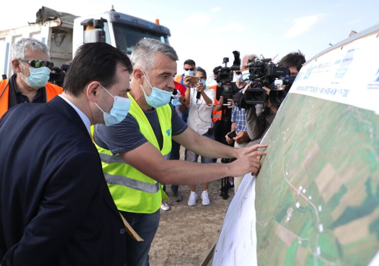Planul de relansare. Orban promite autostrăzi și magistrale noi de metrou, dar nu spune când vor fi gata. USR: Carioci colorate!
