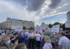 Teoria conspirației a învins! De ce mulți români nu mai cred că sunt în pericol, deși epidemia face ravagii?