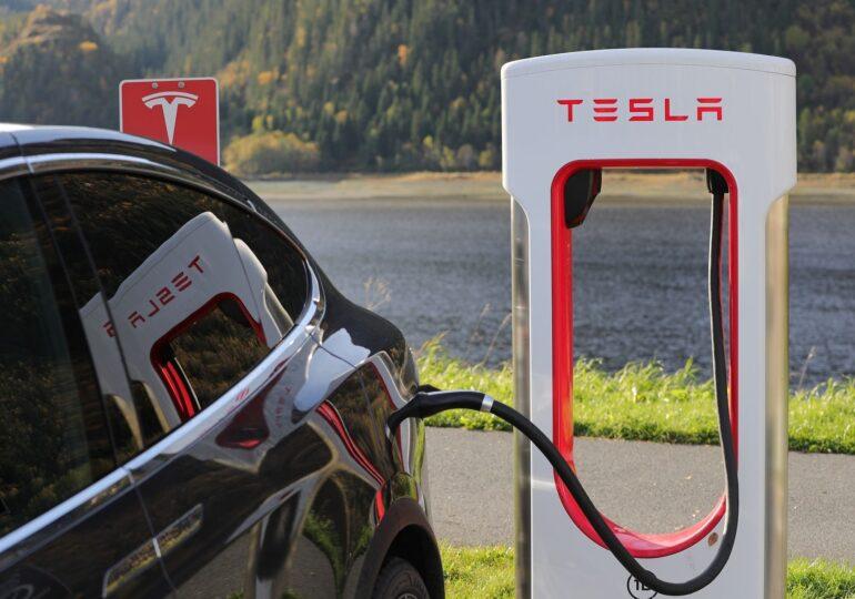Tesla este investigată în SUA, după accidentul în urma căruia au murit două persoane