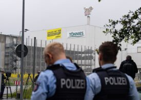 Anchetă penală împotriva conducerii abatorului-focar din Germania, unde s-au infectat cu coronavirus mii de angajați, inclusiv români