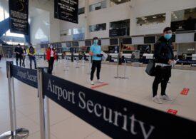 Reguli anti-Covid făcute pe genunchi: Cozile și îmbulzeala de pe  Aeroportul Henri Coandă continuă, chiar dacă au fost reclamate de pasageri. Problemele s-ar putea rezolva ușor, dacă cuiva din Guvern i-ar păsa