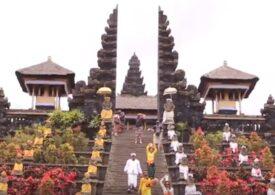 """Rugăciune în masă în Bali, de recunoştinţă pentru felul în care e gestionată criza COVID-19 și de binecuvântare a """"noii normalități"""""""
