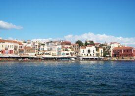 Românca infectată cu COVID-19 din Creta a explorat 3 zile insula, în loc să stea în izolare, ca să nu-și strice vacanța