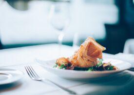Vești bune: Se redeschid restaurantele și Google îți arată în timp real cât de aglomerate sunt