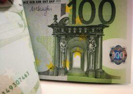 Curs valutar: Euro și dolarul cresc