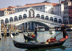 Veneţia reduce numărul de locuri în gondole din cauza turiştilor supraponderali: E periculos să înaintezi cu jumătate de tonă mobilă la bord