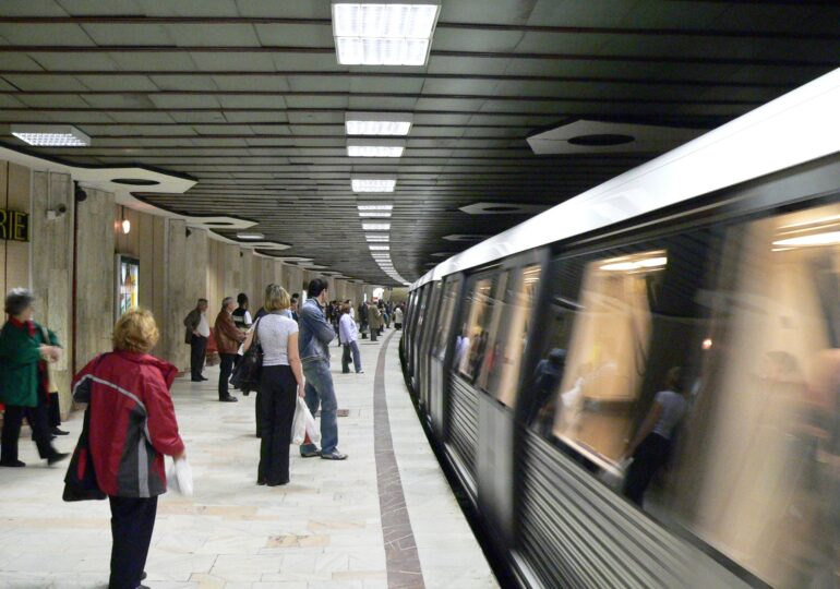Drulă acuză sindicatul Metrorex că a negociat salarii mai mari în plină pandemie cu sine însuşi