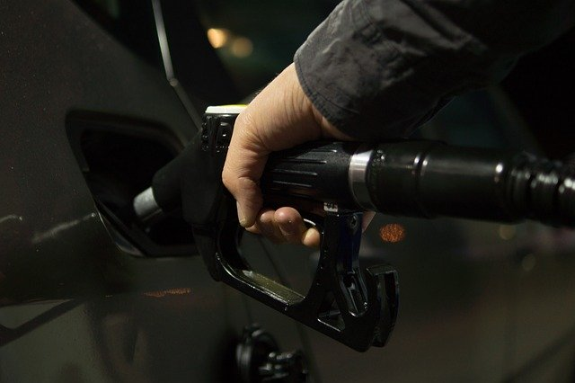 Benzina și motorina s-au scumpit galopant în ultimul an