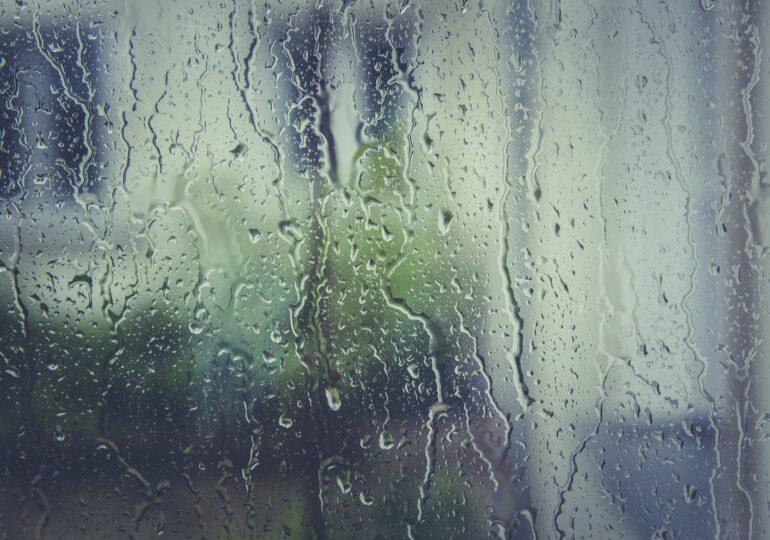 Meteo: Temperaturile cresc, dar continuă să plouă