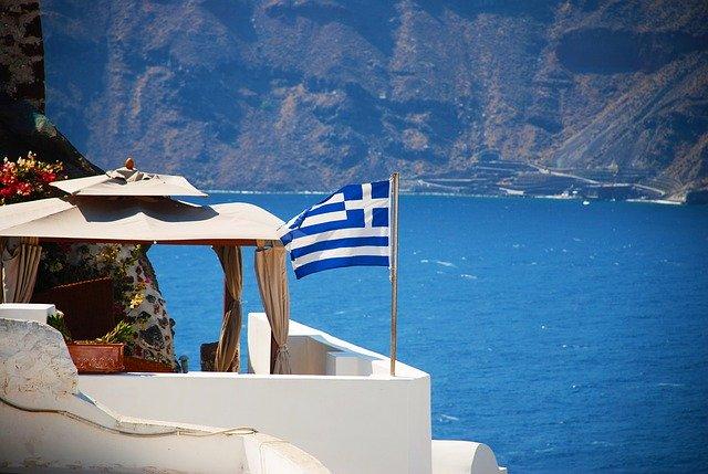 Grecia promite că nu va refuza turiştii nevaccinaţi, dar le va cere test Covid-19 negativ