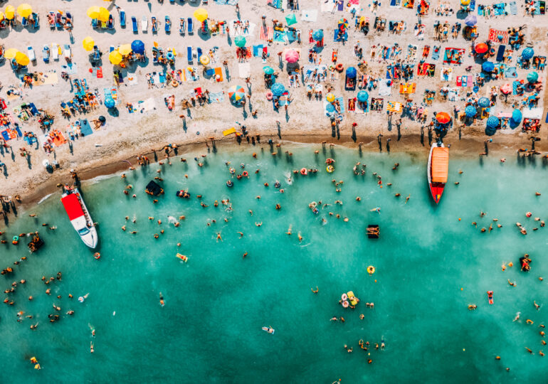 Turiștii vor purta mască și în unele locuri de pe litoralul românesc. Unde și în ce condiții