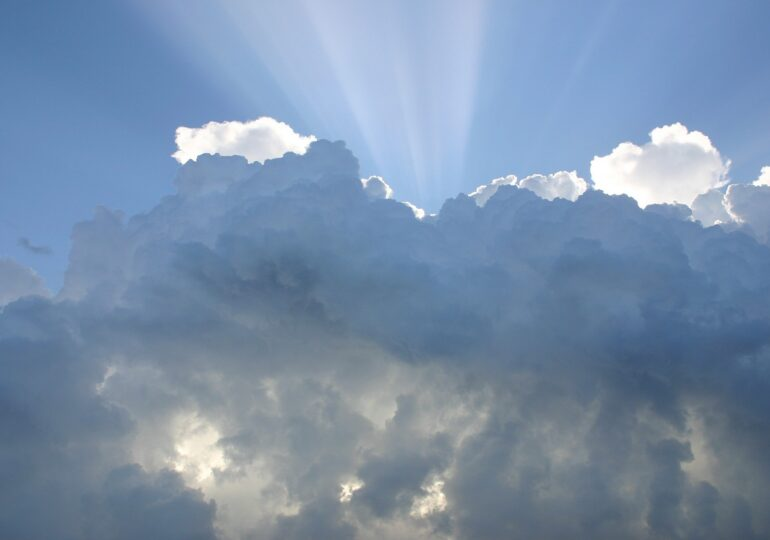 Meteo: Vedem puțin soarele, apoi se întorc ploile