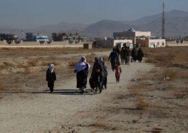 Fotografia unei adolescente afgane s-a viralizat pe Internet după ce i-a ucis pe doi dintre talibanii care i-au omorât părinţii
