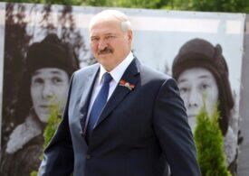 Belarus: Lukaşenko apare într-o înregistrare video cu vestă antiglonţ şi cu un kalaşnikov în mână (VIDEO)