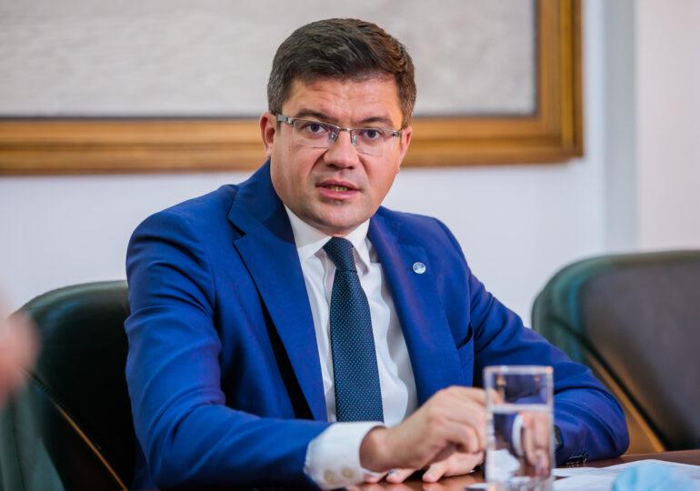 DNA cere aviz de urmărire penală față de fostul ministru Costel Alexe. E acuzat că a luat mită 22 de tone de tablă