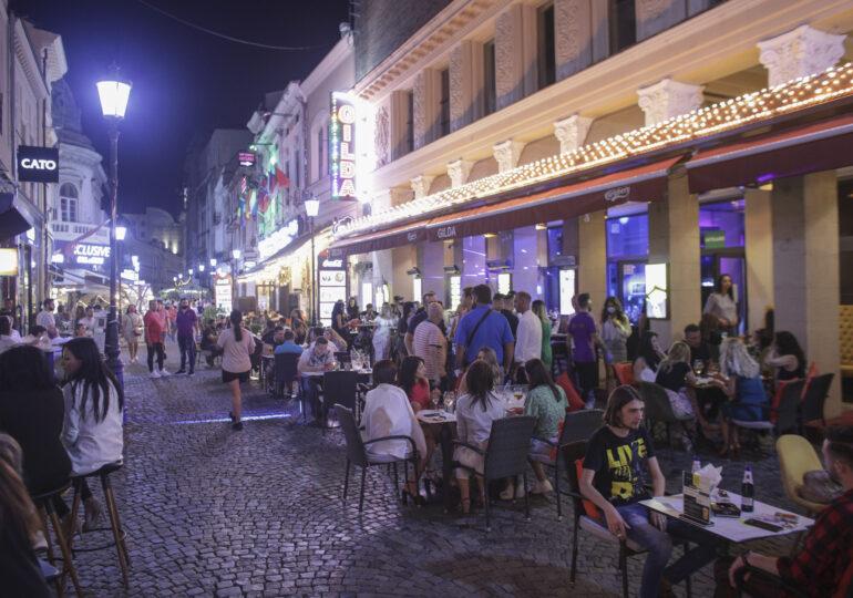 Terasele, barurile și cazinourile din Bucureşti şi 7 județe închid la ora 23 începând de mâine