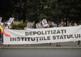 Protestul din Piața Victoriei față de tergiversarea dosarului 10 August, dublat de cel al negaționiștilor lui Cataramă