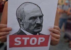 La Minsk au loc simultan manifestații pro și anti-Lukașenko. Unii funcționari  publici ar fi fost forțați să participe (Video)