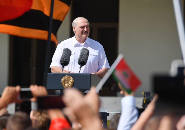 Putin, luat prin surprindere de protestele din Belarus. Salvarea lui Lukașenko poate declanșa o criză în Rusia