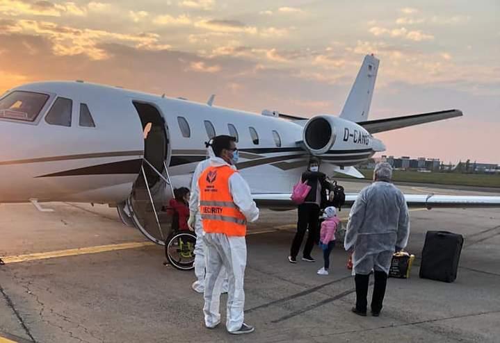 Un ONG care luptă pentru copiii bolnavi vrea să cumpere prima ambulanță aeriană a României. Cum au răspuns parlamentarii când li s-a cerut să doneze din salariu