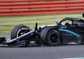 Formula 1: Hamilton câștigă la Silverstone după un ultim tur în care a făcut pană și abia a atins linia de sosire