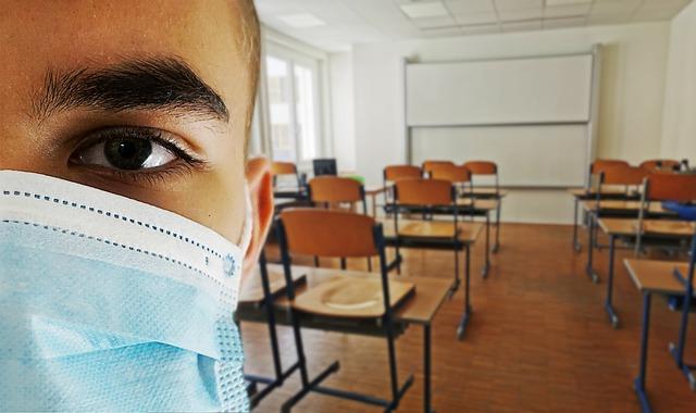 Cîmpeanu spune că elevii s-ar putea întoarce în şcoli la sfârşitul lunii mai, începutul lunii iunie