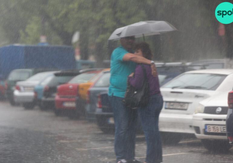 Nici în weekend nu scăpăm de ploi: ANM a emis alt cod galben de furtuni şi prognoză specială pentru Bucureşti