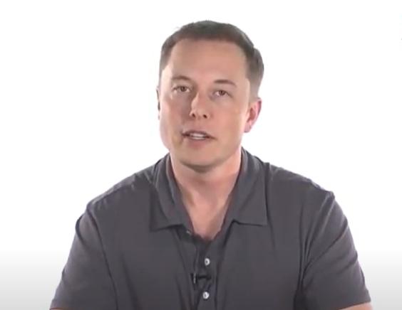 Elon Musk anunță că zborurile comerciale electrice sunt mai aproape decât credea chiar și el