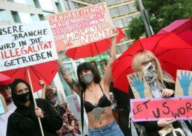 O prostituată din România protestează în Germania, unde bordelurile au fost închise din cauza pandemiei