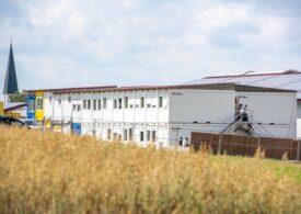 Cum au ajuns sute de români să se îmbolnăvească cu COVID la o fermă din Germania: Am fost trataţi mai rău decât animalele