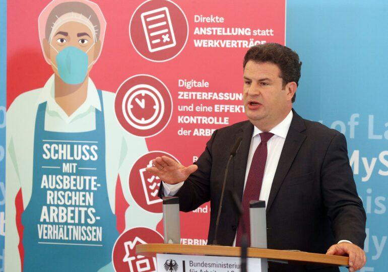 Germania anunță controale și amenzi la firmele care au angajați români: Toţi lucrătorii să beneficieze de condiţii corecte de muncă