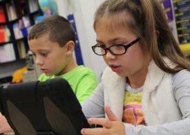 Aproape 5.000 de elevi care învață în școli din scenariul galben sau roşu nu au internet sau tabletă
