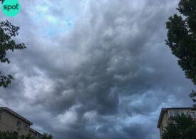 Meteo: Ne răcorim puțin și nu scăpăm de ploi
