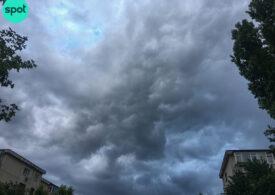 În Ilfov a fost cod roșu de ploi. S-a format un nor pâlnie ce s-a văzut și din Bucureşti (Foto)