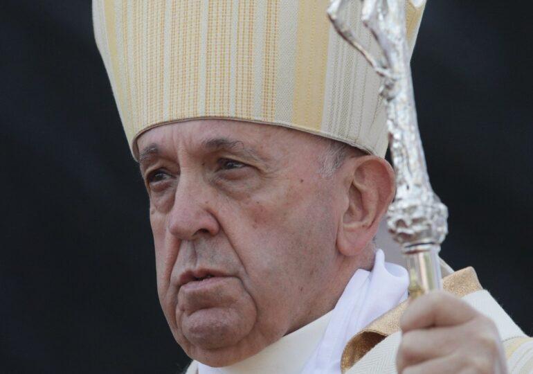 """Vaticanul investighează un like dat de contul papei Francisc unui fotomodel brazilian: """"Măcar mă duc în Rai!"""""""