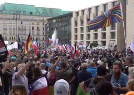 Manifestație de amploare la Berlin: Mii de nemți au ieșit în stradă împotriva restricțiilor Covid (Galerie video)