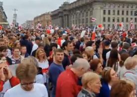 """Proteste de amploare în Belarus: Peste 100.000 de oameni strigă """"Libertate!"""" în Minsk și-l vor pe Lukaşenko afară din țară (VIDEO)"""