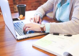 Companiile cheltuiesc mai puţin de 5% din venituri pe tehnologie - studiu
